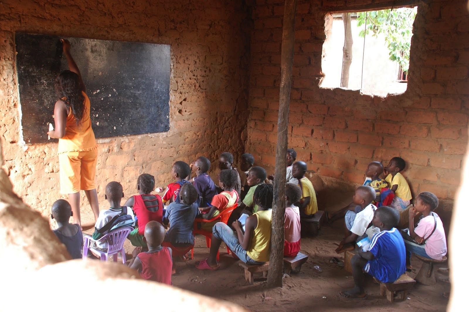 Escolas pelo Mundo